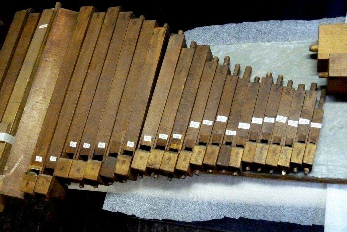 In der Kiste lagen die Orgelpfeifen. Warum nur? (Foto: Museen der Stadt Regensburg)